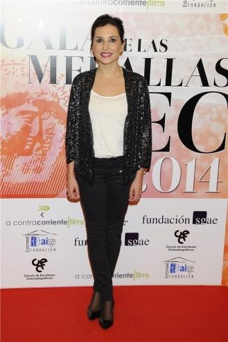 Marian Álvarez, fiel a su estilo casual, con traje de pantalón y chaqueta con paillettes.