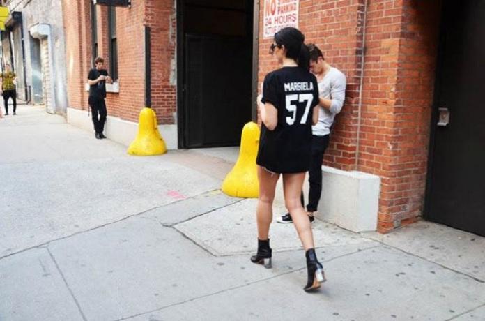 street-style-inspiration-camisetas-mensaje--L-EepM4D